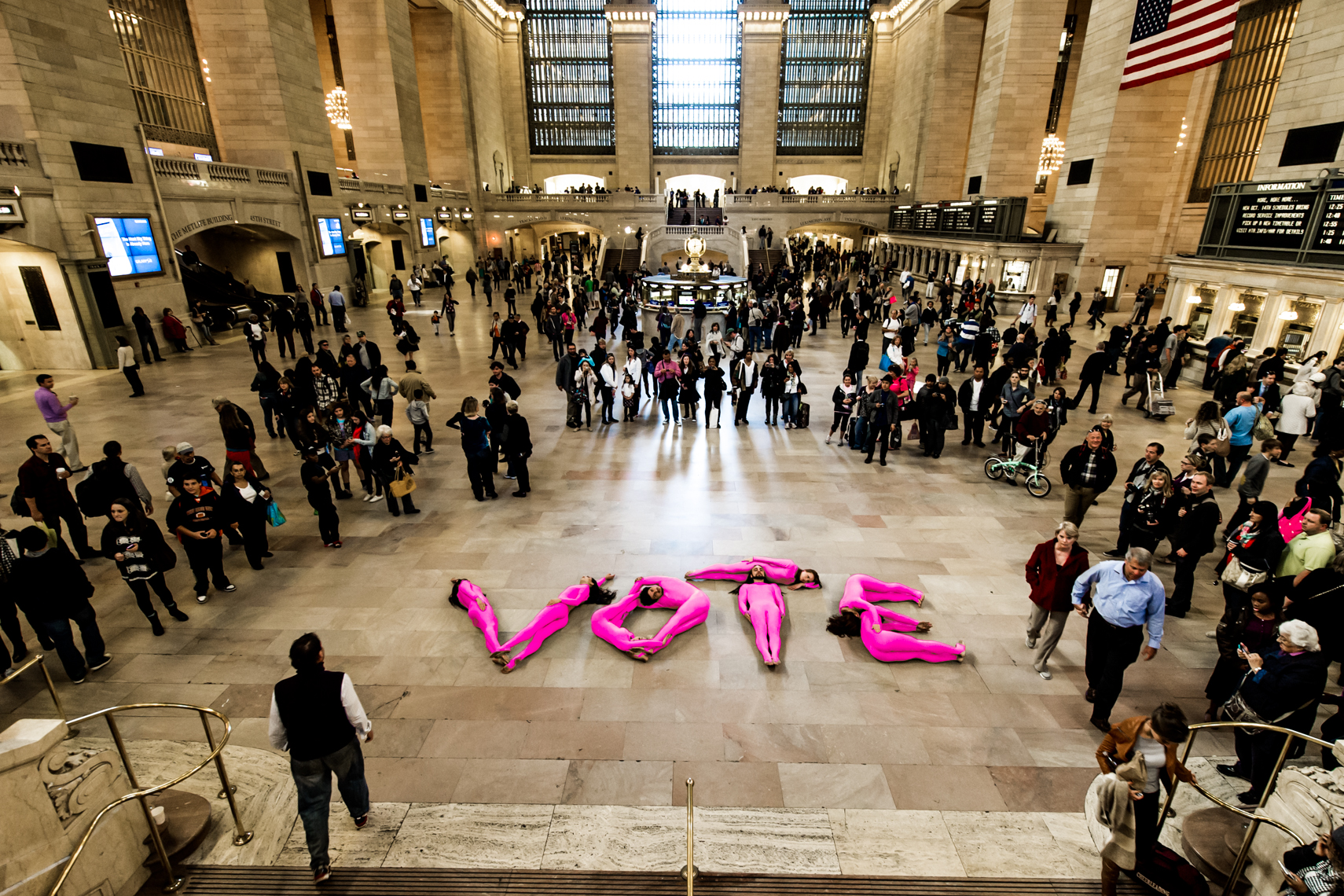 robert_whitman_pilobolus_pink_vote_grand_central_station_nyc